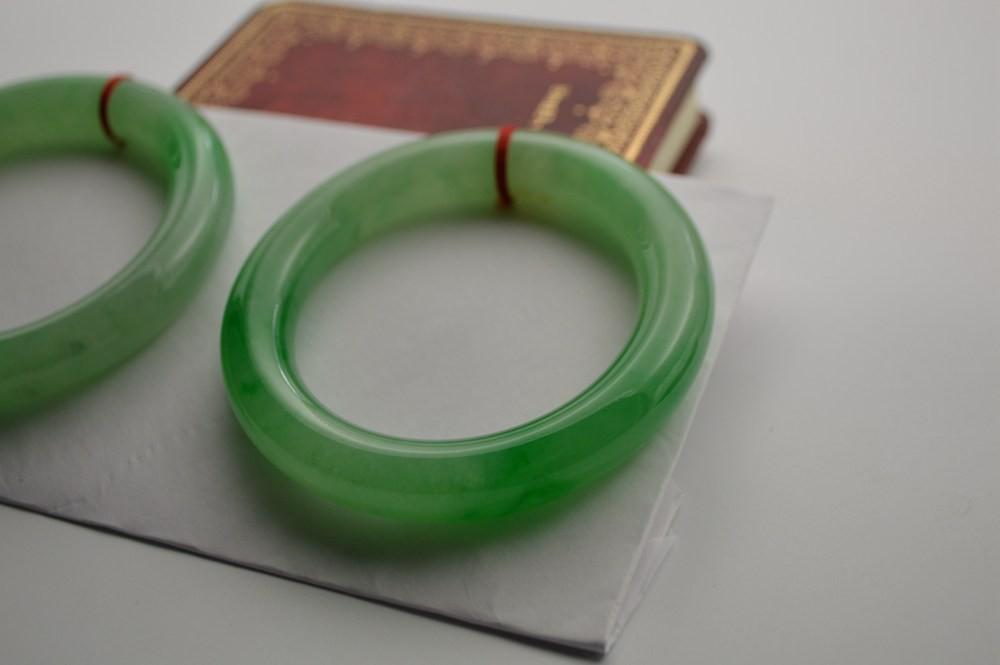 免费领钱100元微信红包阳绿圆条手镯一对(欢迎来电洽谈)