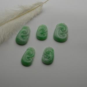 冰糯种浅绿如意翡翠挂件五件
