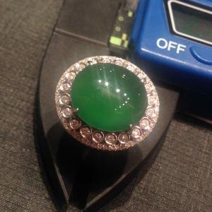 缅甸天然A货翡翠 镶嵌18K白金 满绿蛋面戒指